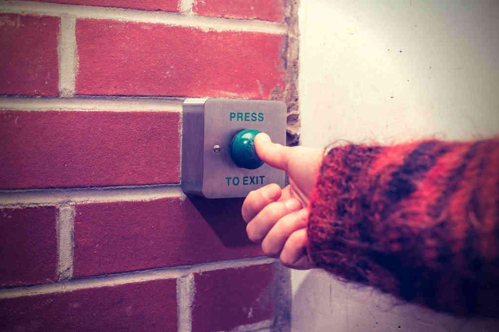 Drücke auf den Knopf für den Ausweg